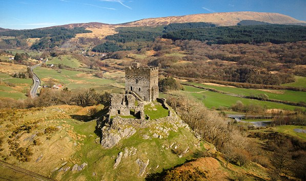 dolwyddenlan-castle-and-surrounding-hills