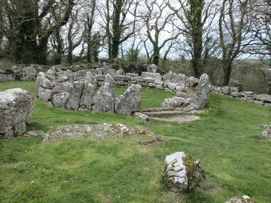 lligwy-burial-chamber