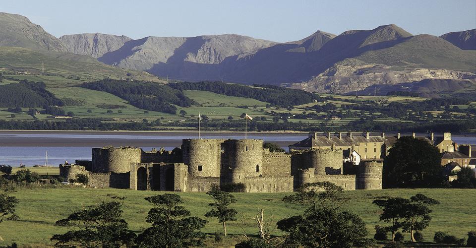 Beaumaris castle - Snowdoniapass.co.uk
